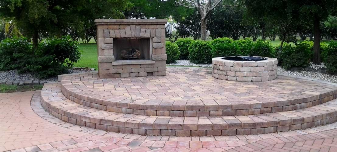 Outdoor Fireplaces & Kitchens